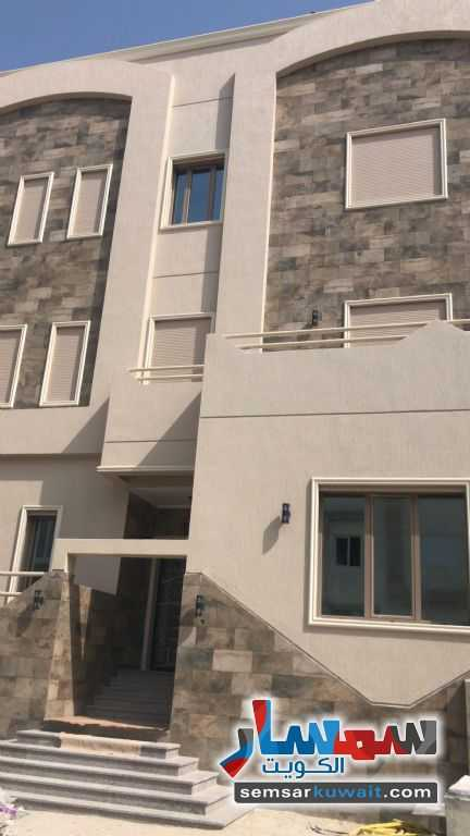 Ad Photo: Apartment 3 bedrooms 4 baths 400 sqm extra super lux in Abu Halifa  Al Ahmadi