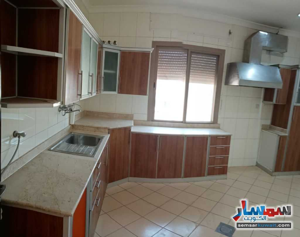 Ad Photo: Apartment 5 bedrooms 4 baths 600 sqm super lux in Rawdah  Al Kuwayt