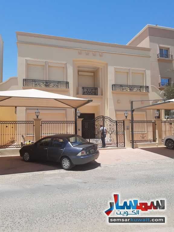Ad Photo: Villa 10 bedrooms 12 baths 400 sqm extra super lux in Qortuba  Al Kuwayt