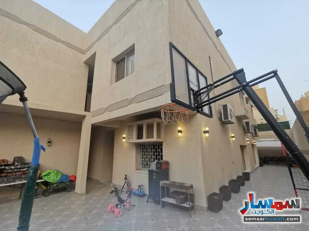 Ad Photo: Building 8 bedrooms 3 baths 400 sqm extra super lux in Al Qusour  Mubarak al Kabir