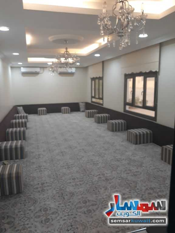 Ad Photo: Apartment 4 bedrooms 5 baths 1600 sqm super lux in Jawakhier Kabd  Al Ahmadi
